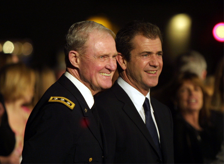 Actor Mel Gibson and Lieutenant General Hal Moore, vietnam veteran news, mack payne